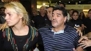 Maradona se separa de su novia Rocío Oliva, de 23 años, a quien acusó de robo