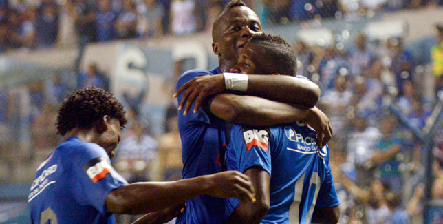 CS Emelec ganó de local 5 a 0 a C El Nacional