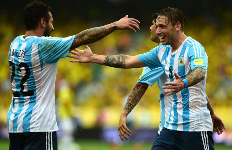 Argentina logr su primer triunfo al vencer a colombia for Farandula argentina 2015