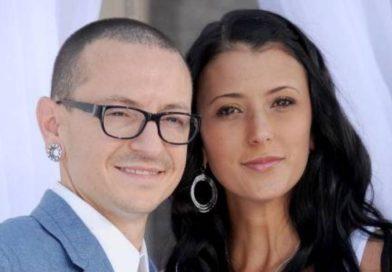 Minutos después del suicidio hackearon a la esposa de Chester Bennington: los desagradables mensajes