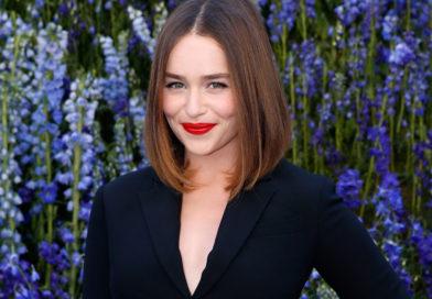 Emilia Clarke reveló que Brad Pitt le ofreció USD 120 mil para tener una cita