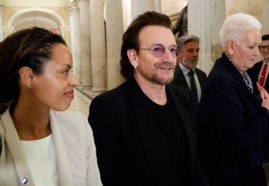 Bono, de U2, critica separación de familias en EU