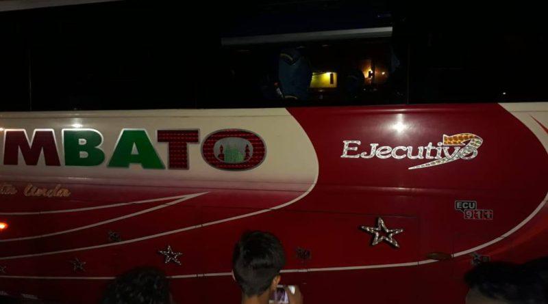 Bus que transportaba hinchas de Macará fue agredido en las afueras del Capwell
