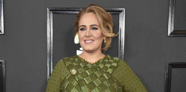 Adele se enfoca en su hijo tras la separación de su esposo