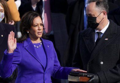 Kamala Harris juró como la primera vicepresidente mujer de EE.UU
