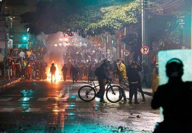 Continua protestas contra la reforma fiscal en Colombia