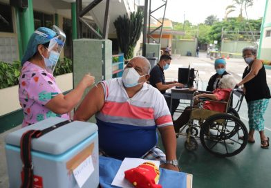 Puntos fijos de vacunación en Guayaquil contra covid-19