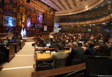 Gobierno conforma equipos de diálogo con bloques legislativos